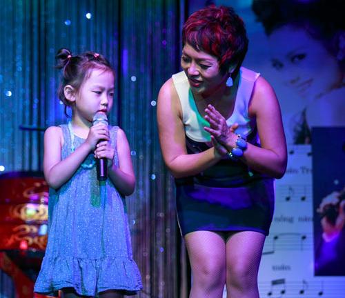 Con gái 6 tuổi của Thái Thùy Linh hát vì biển đảo - 3