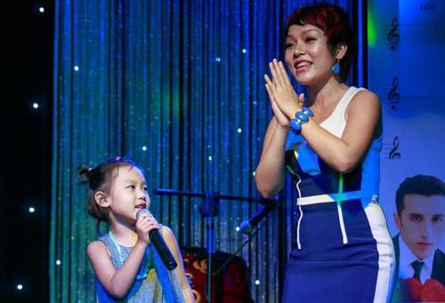 Con gái 6 tuổi của Thái Thùy Linh hát vì biển đảo - 2