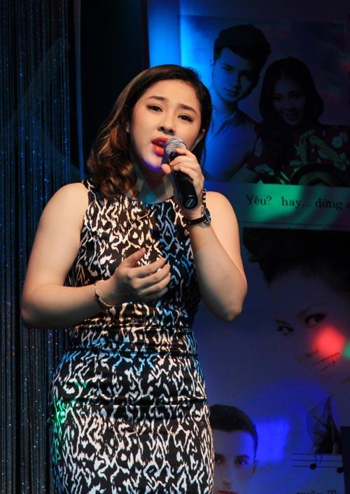 Con gái 6 tuổi của Thái Thùy Linh hát vì biển đảo - 12