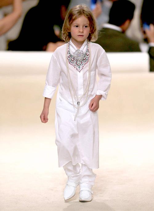Cậu bé bí mật trong show của Chanel - 3