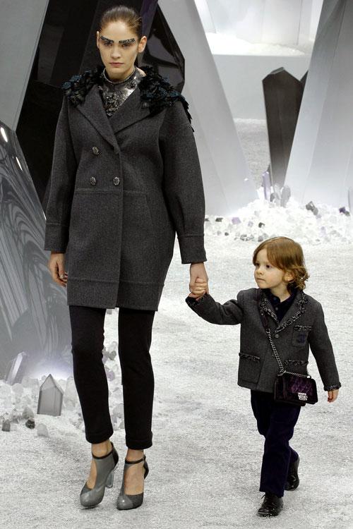Cậu bé bí mật trong show của Chanel - 8