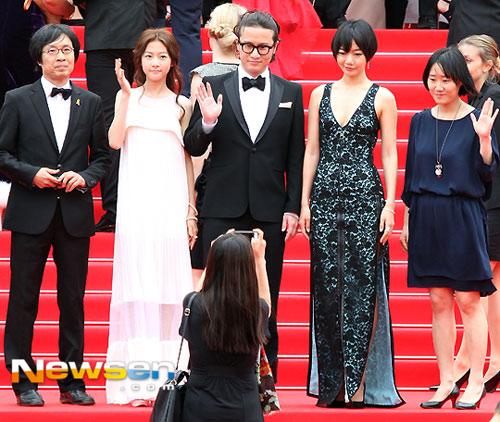 """Mỹ nhân Hàn Bae Doo Na bị cơn gió """"trêu đùa"""" - 2"""