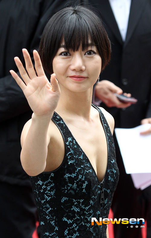 """Mỹ nhân Hàn Bae Doo Na bị cơn gió """"trêu đùa"""" - 3"""