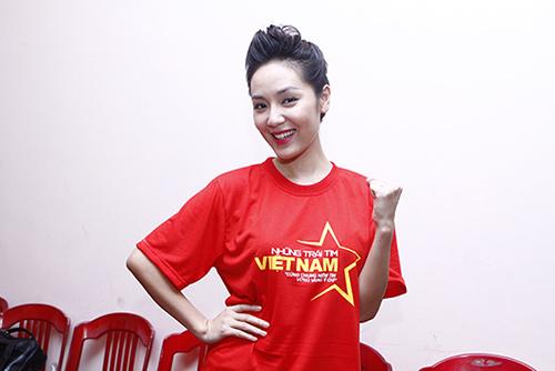 Hàng trăm sao Việt hát về Biển Đông gây sốt - 6