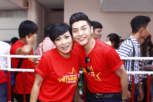 Hàng trăm sao Việt hát về Biển Đông gây sốt - 9