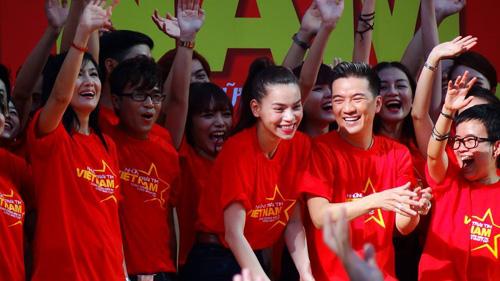 Hàng trăm sao Việt hát về Biển Đông gây sốt - 1