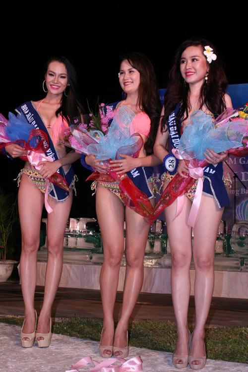 Lộ mỡ bụng vẫn đoạt giải Người đẹp Bikini - 2