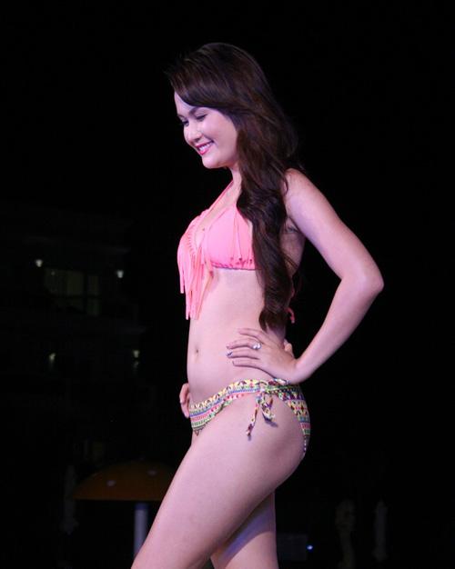 Lộ mỡ bụng vẫn đoạt giải Người đẹp Bikini - 1