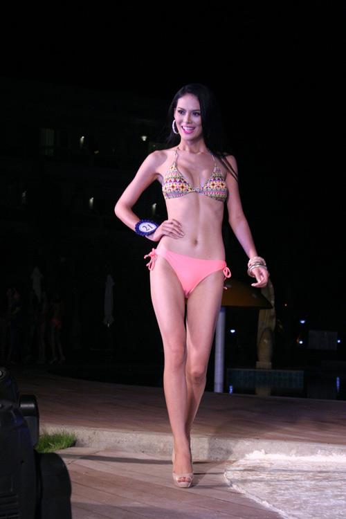Lộ mỡ bụng vẫn đoạt giải Người đẹp Bikini - 7