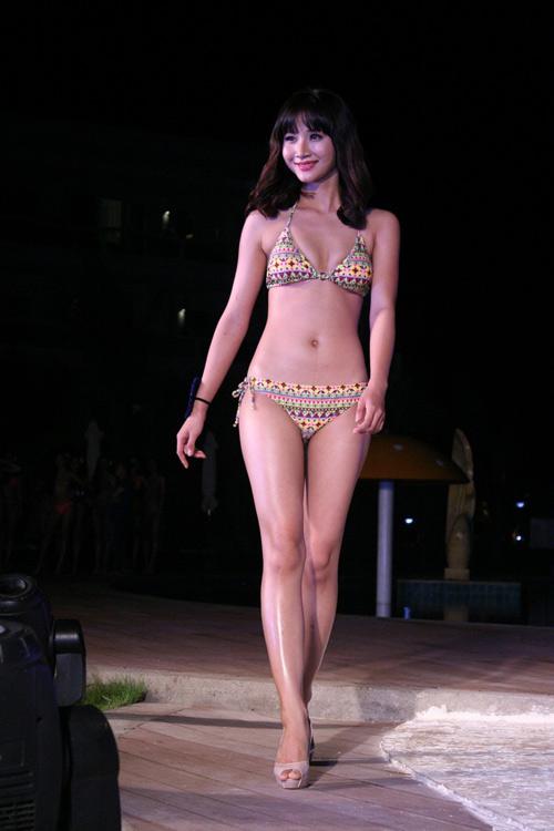 Lộ mỡ bụng vẫn đoạt giải Người đẹp Bikini - 11