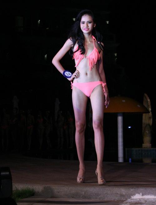 Lộ mỡ bụng vẫn đoạt giải Người đẹp Bikini - 10