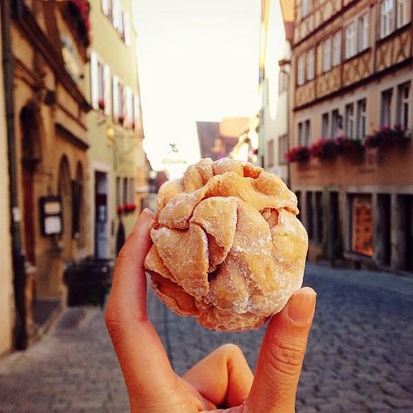 Cô gái đi khắp thế giới để... chụp ảnh món ăn - 1