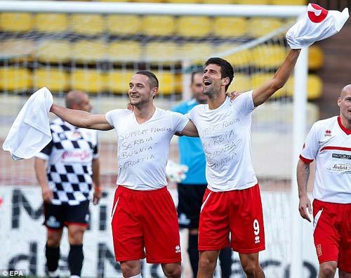 Djokovic và dàn SAO F1 so tài đá bóng - 2