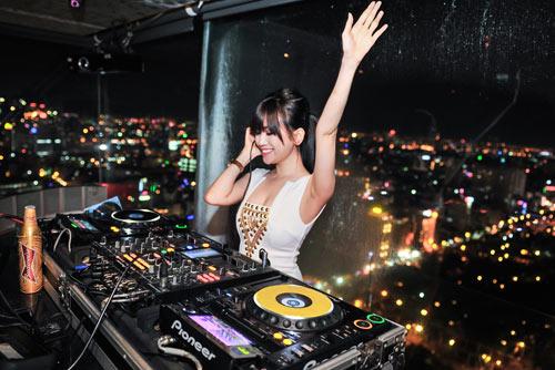 Người tình tin đồn của Yanbi nhảy múa bên DJ quốc tế - 7