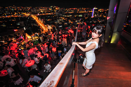 Người tình tin đồn của Yanbi nhảy múa bên DJ quốc tế - 4