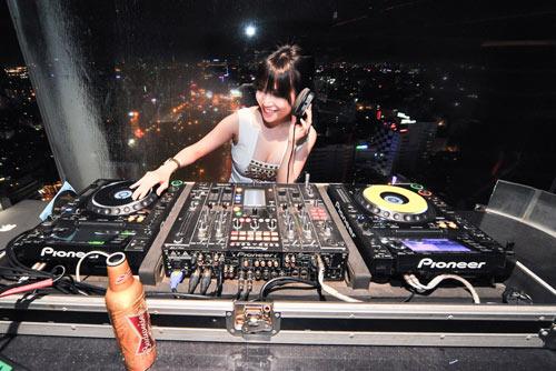 Người tình tin đồn của Yanbi nhảy múa bên DJ quốc tế - 6