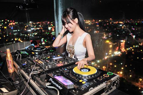 Người tình tin đồn của Yanbi nhảy múa bên DJ quốc tế - 5
