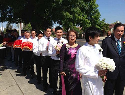 Bất ngờ với nghề nghiệp của cha mẹ sao Việt - 10
