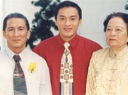 Bất ngờ với nghề nghiệp của cha mẹ sao Việt - 11