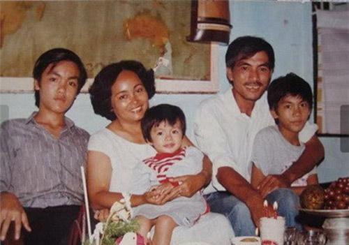 Bất ngờ với nghề nghiệp của cha mẹ sao Việt - 9
