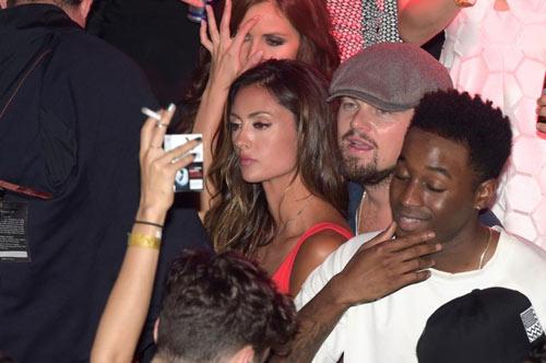 Leo DiCaprio âu yếm gái có chồng ở hộp đêm - 3