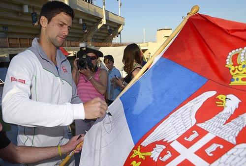 """Djokovic dùng toàn bộ tiền thưởng """"khủng"""" làm từ thiện - 1"""