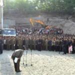 Thế giới - Vì sao quan chức Triều Tiên gập người xin lỗi dân?