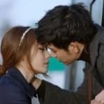 Video: Nụ hôn hụt của em út T-ara và Kim Soo Hyun