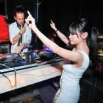 Người tình tin đồn của Yanbi nhảy múa bên DJ quốc tế