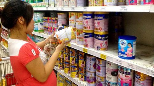 Quản trần giá sữa: Doanh nghiệp kêu, người tiêu dùng mừng - 1