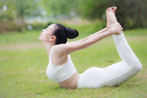 Trà Ngọc Hằng gợi cảm tập Yoga - 11