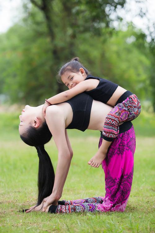 Trà Ngọc Hằng gợi cảm tập Yoga - 7