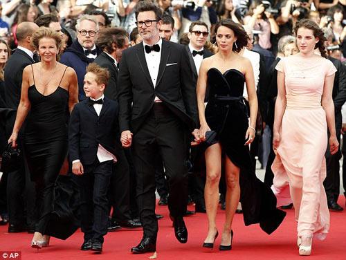 """Hoa hậu, siêu mẫu """"đánh cắp"""" thảm đỏ Cannes ngày 8 - 16"""