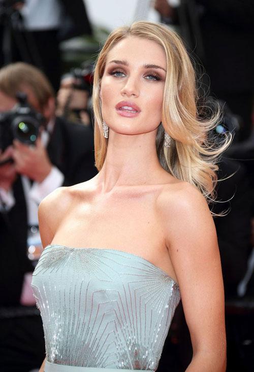 """Hoa hậu, siêu mẫu """"đánh cắp"""" thảm đỏ Cannes ngày 8 - 10"""