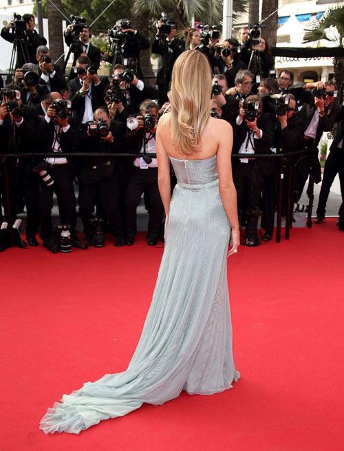 """Hoa hậu, siêu mẫu """"đánh cắp"""" thảm đỏ Cannes ngày 8 - 11"""
