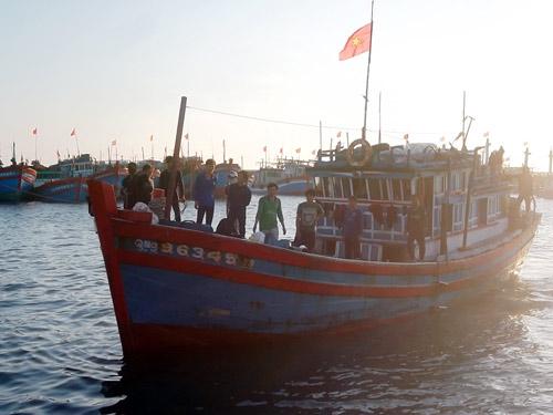 Thêm tàu cá của ngư dân VN bị tàu TQ tấn công - 1