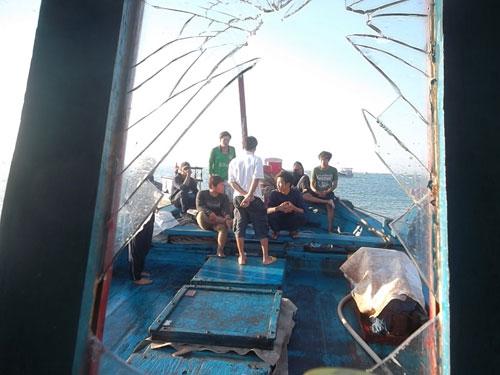 Thêm tàu cá của ngư dân VN bị tàu TQ tấn công - 2