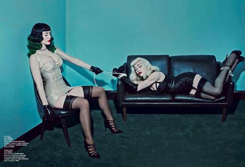 Sốc: Madonna, Katy Perry làm cặp đôi chủ-nô tình dục - 3