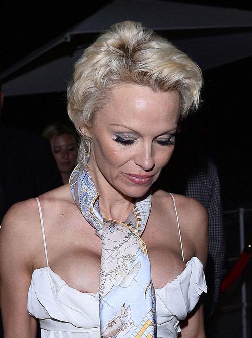 """Những pha """"lộ hàng"""" muối mặt nhất ở Cannes - 3"""