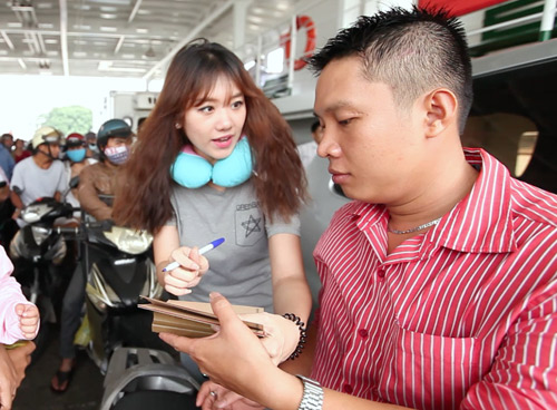 """Hari Won vận động xin chữ ký """"Tôi yêu Việt Nam"""" - 1"""