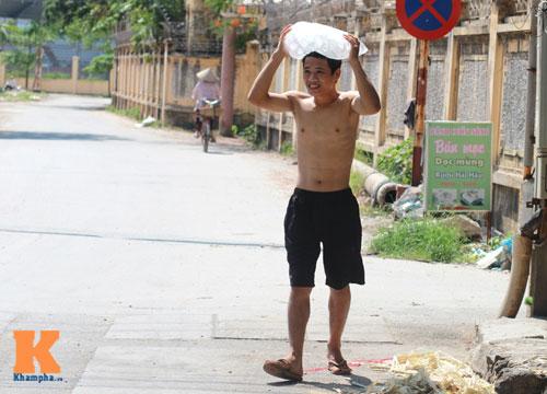 Dân Thủ đô say trong nắng nóng 40 độ C - 1