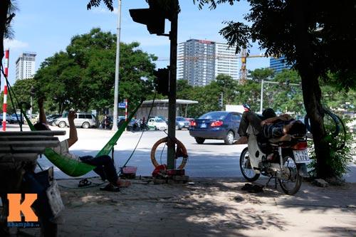 Dân Thủ đô say trong nắng nóng 40 độ C - 10