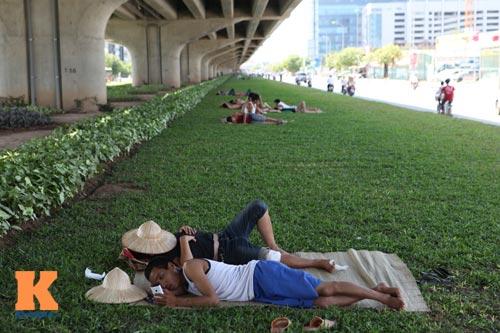 Dân Thủ đô say trong nắng nóng 40 độ C - 11