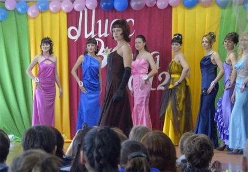 Hoa hậu tù nhân đua nhau khoe vẻ quyến rũ - 7