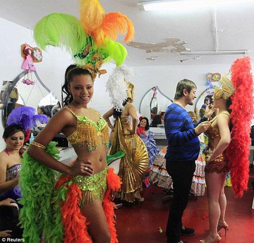 Hoa hậu tù nhân đua nhau khoe vẻ quyến rũ - 13