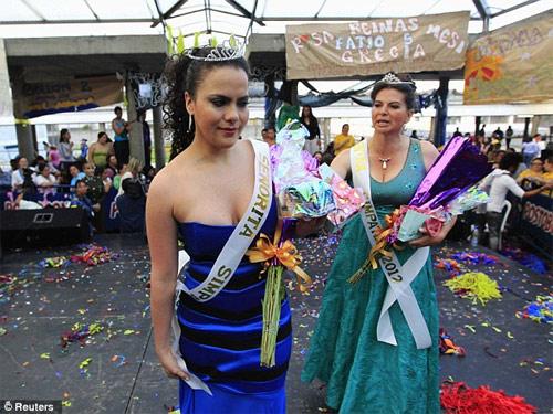 Hoa hậu tù nhân đua nhau khoe vẻ quyến rũ - 16