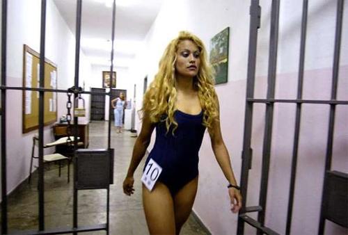 Hoa hậu tù nhân đua nhau khoe vẻ quyến rũ - 12