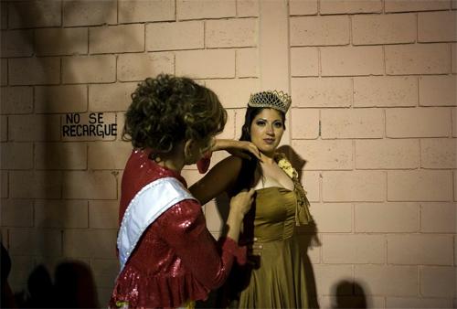 Hoa hậu tù nhân đua nhau khoe vẻ quyến rũ - 18