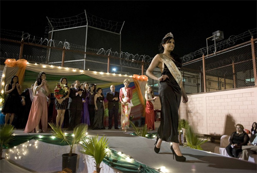 Hoa hậu tù nhân đua nhau khoe vẻ quyến rũ - 20