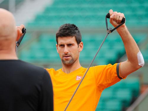 Cận cảnh Federer, Nole tập luyện trước Roland Garros - 3